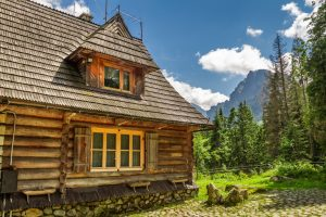 Wooden,Forester,Cottage,In,The,Mountains